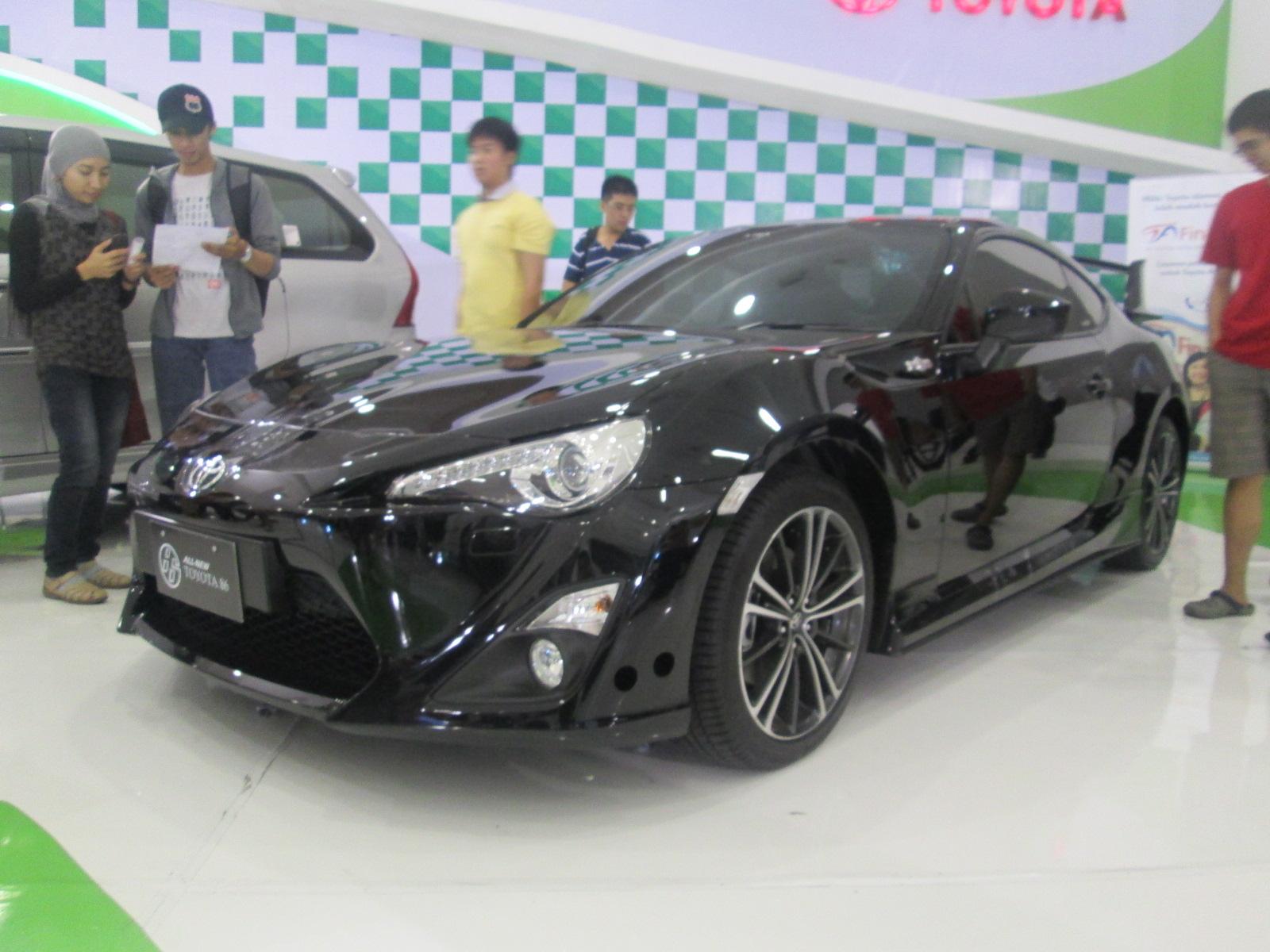 3 Mobil Sport di Pameran Otomotif Surabaya 2012