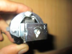 Baut untuk setting tekanan pressure switch