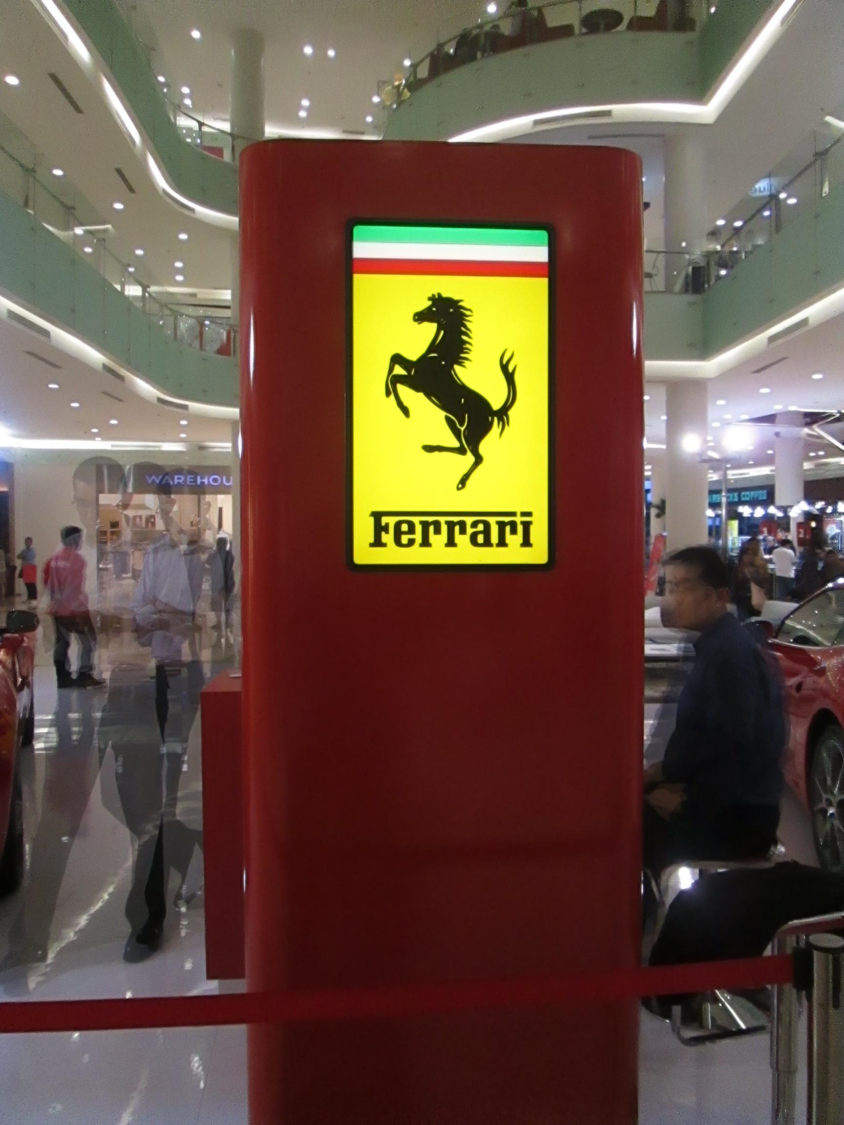 Ferrari Mejeng di Mall